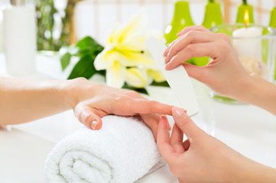 Nagelpflege, Pediküre und Maniküre für Hände, Nägel und Füße als Behandlung in unserem Kosmetikstudio für die Region Muhr am See, Gunzenhausen, Weißenburg, Wassertrüdingen, Oettingen und Ansbach.